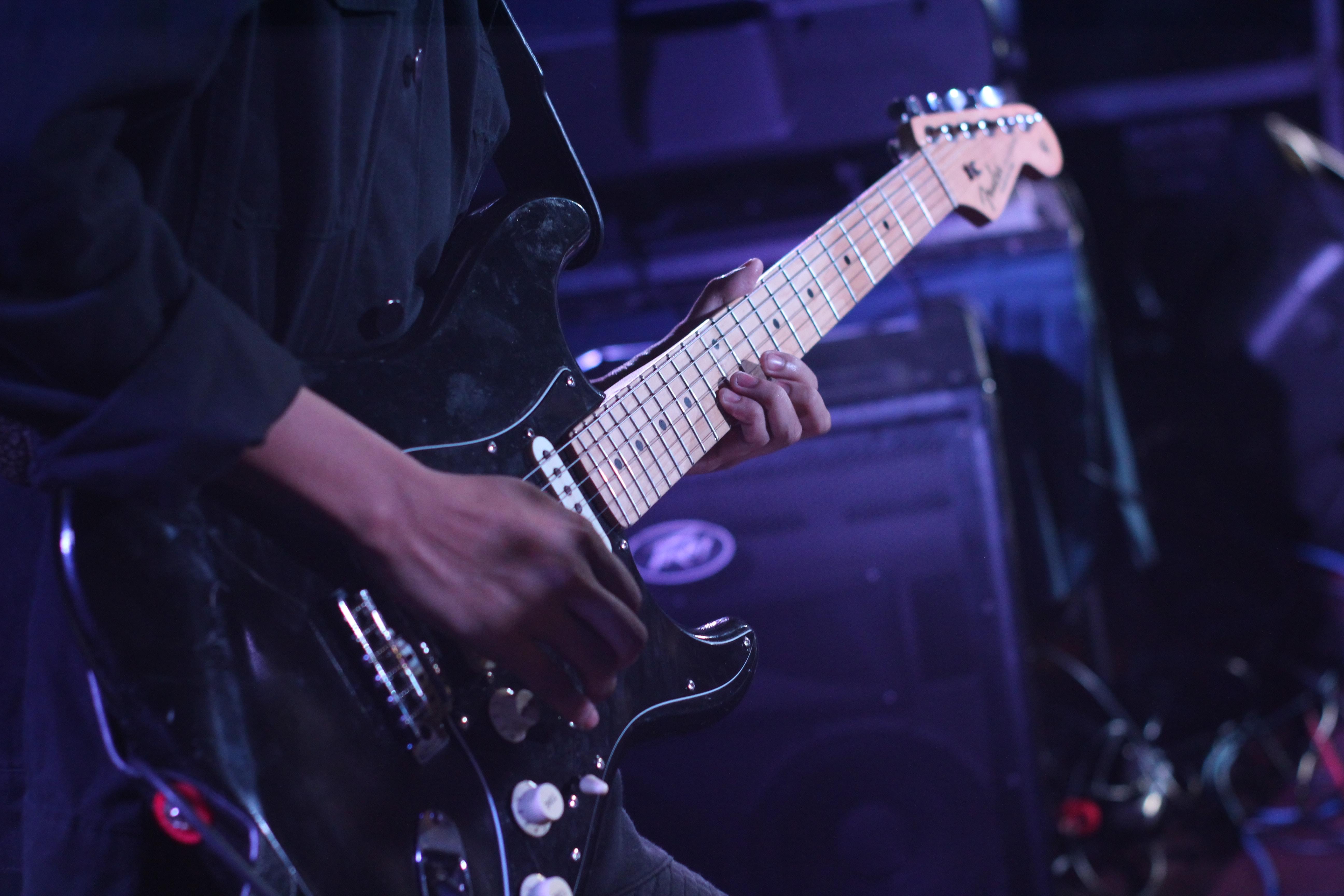 close-up-electric-guitar-guitar-1656066