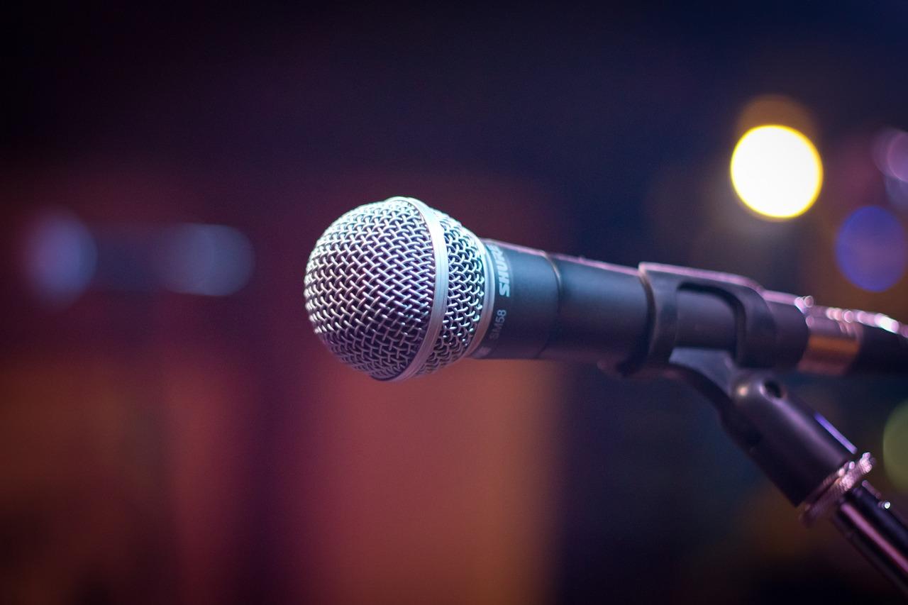 microphone-1261793_1280
