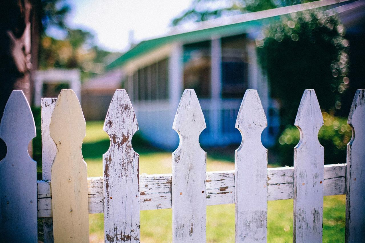 picket-fences-349713_1280