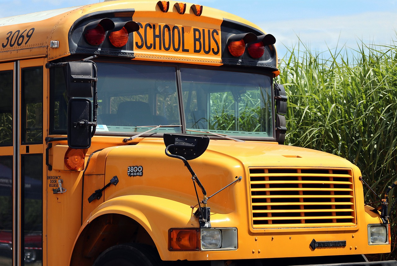 school-bus-4406479_1280
