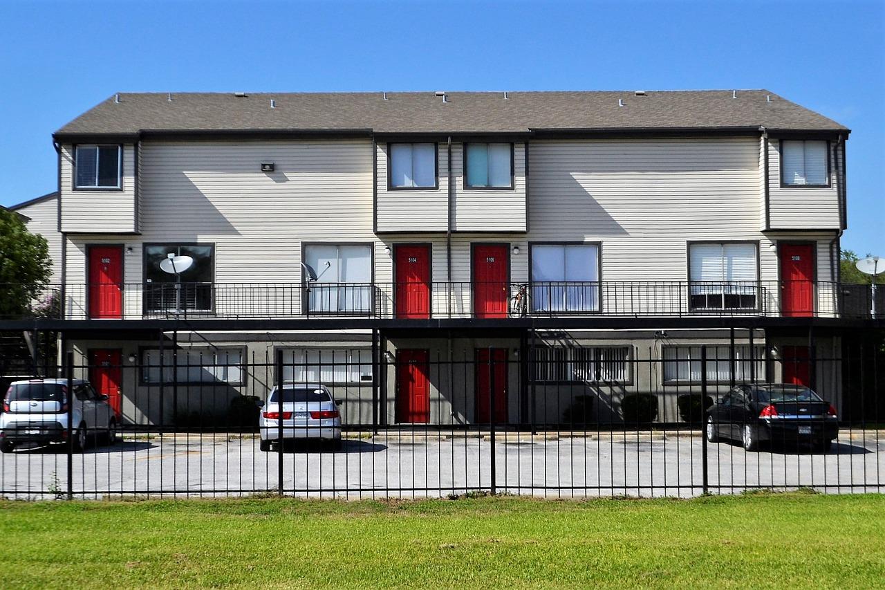 apartment-complex-2821981_1280