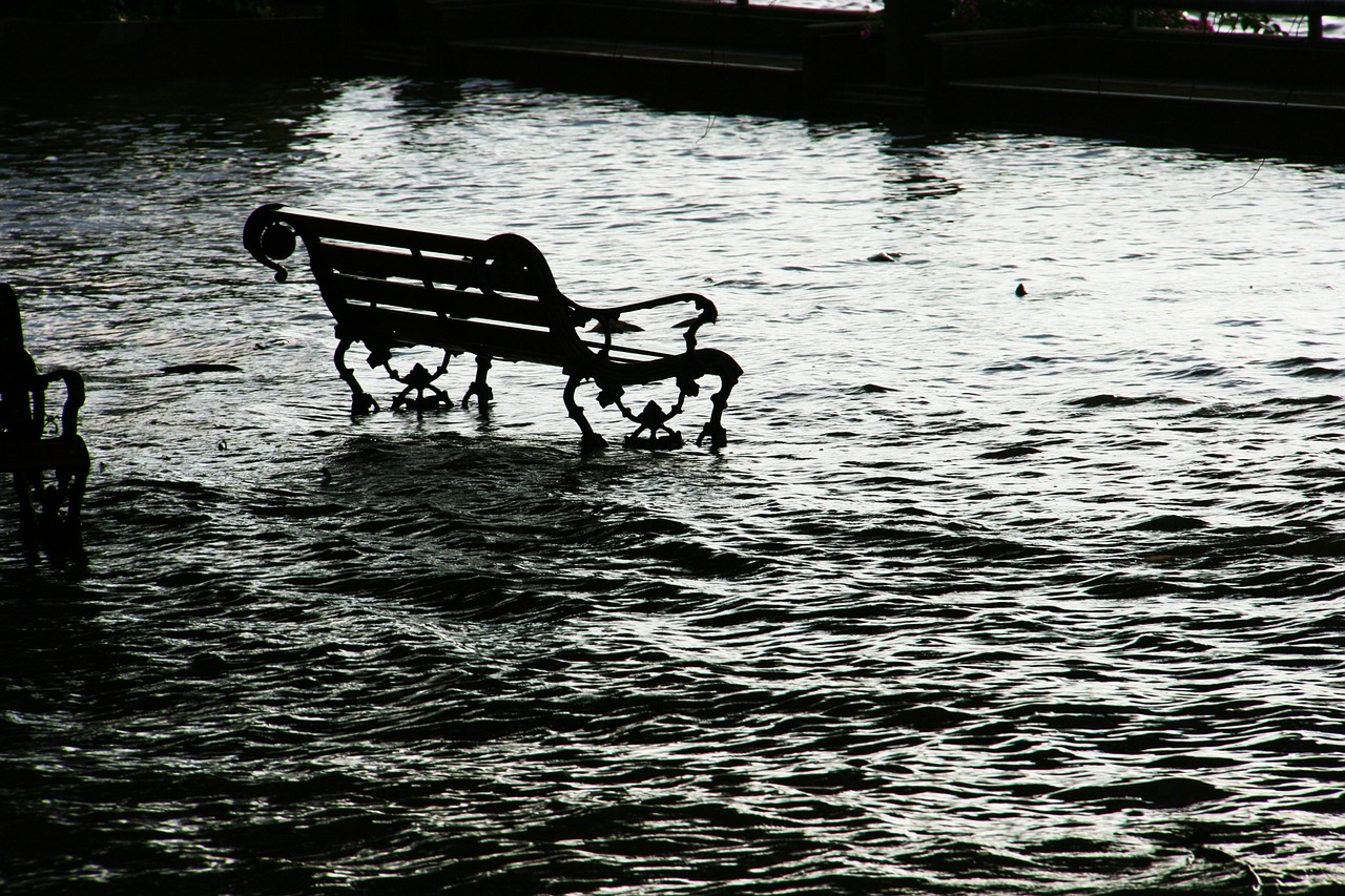 flood-989081_1280